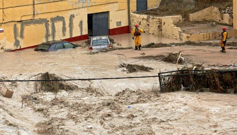 Vētrās Spānijas dienvidaustrumos bojāgājušo skaits pieaudzis līdz sešiem cilvēkiem
