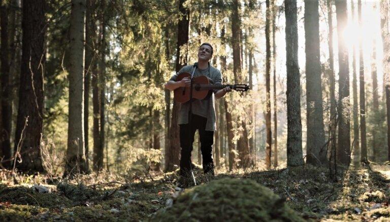 Noskaties! Kārlis Kazāks aizsāk āra priekšnesumu sēriju Siguldas mežos