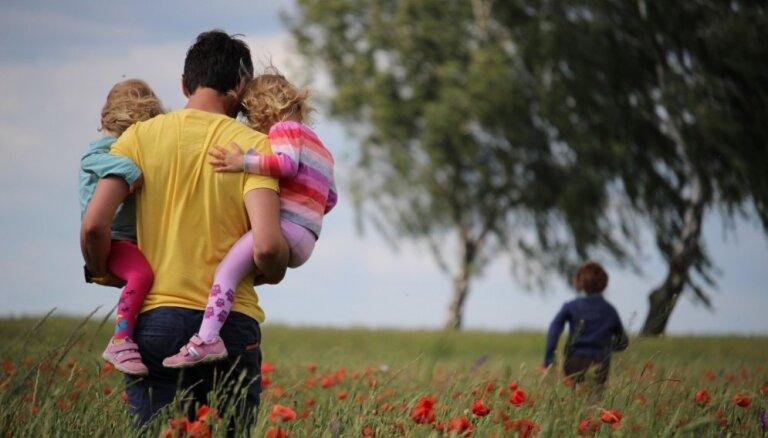 10 tēti atzīstas, kas viņus biedē bērnu audzināšanā