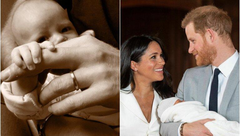 Princis Harijs un hercogiene Megana publisko jaunu dēliņa Ārčija foto