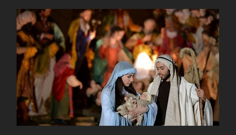 Западный христианский мир сегодня отмечает праздник Рождества Христова
