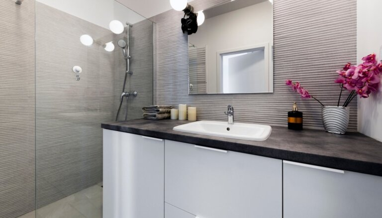 Kas jāņem vērā, ierīkojot vannasistabā apgaismojumu