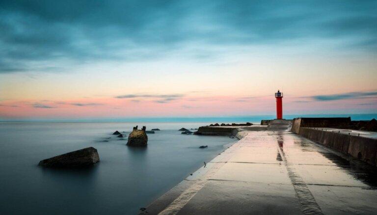 Наслаждаться морем и ветром: Пять фантастических молов в Латвии, на которых можно и нужно побывать
