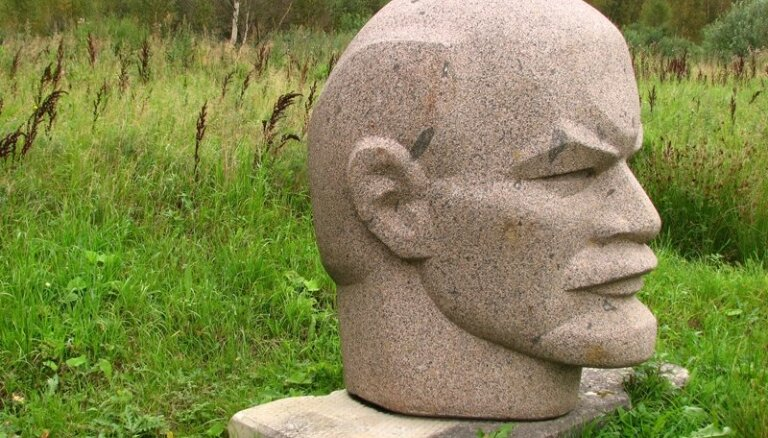 ФОТО: В Кракове появился писающий Ленин