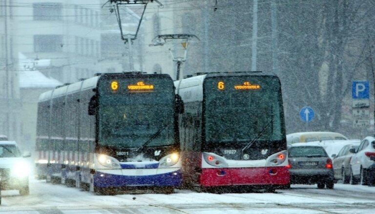 'Rīgas satiksme' jau pirms konkursa izvēlējusies transporta piegādātājus, ziņo raidījums