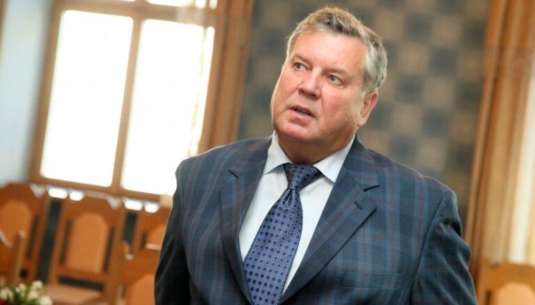 Par satiksmes pārkāpumiem sodīts ducis deputātu; divreiz atkal 'iekritis' Urbanovičs