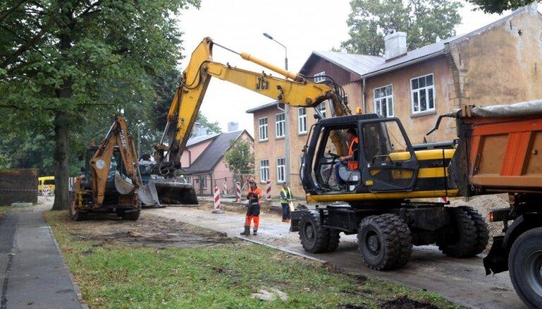 Brīvdienās gaidāmi apjomīgi ūdensvada remontdarbi Čaka ielā
