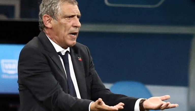 Portugāles futbola izlases treneris saglabā amatu