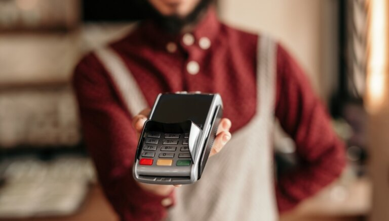 Atskats vēsturē: no pirmā kases aparāta līdz mobilajiem maksājumu termināļiem