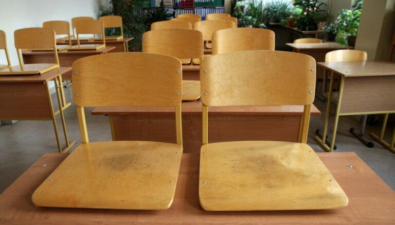 Ukrainā skolotāja mēģina pārdot 13 gadus vecu meiteni par deviņiem tūkstošiem eiro