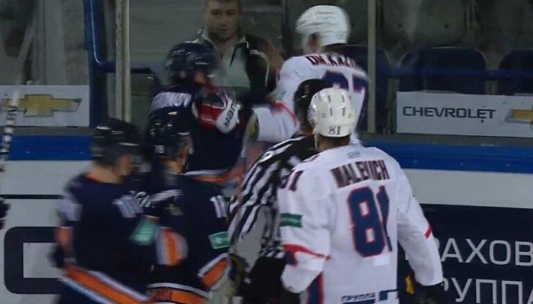Video: 'Amur' un 'Torpedo' mača pēdējās sekundēs izceļas divi kautiņi