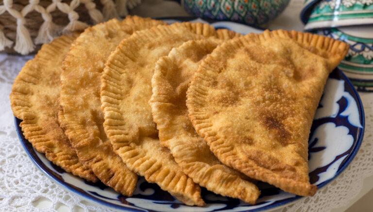 Misija – čebureki. 'Tasty' praksē pārbauda uzbeku šefpavāra ieteikumus