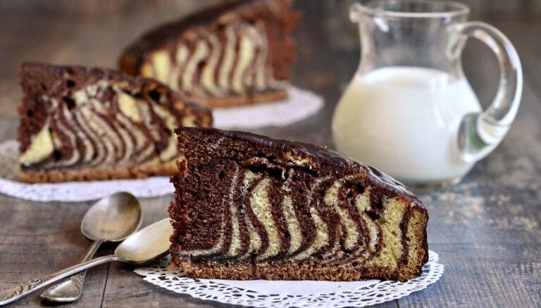 Vienkāršs triks, kā izcept kūku, lai šķēles būtu jestri svītrainas
