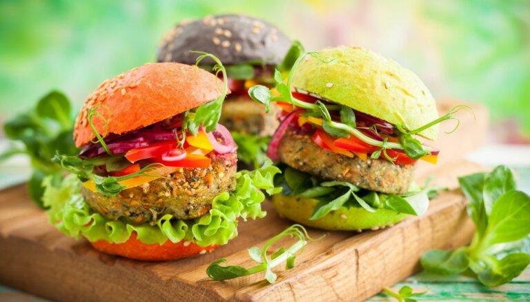 Veģetārie burgeri: 13 bezgaļas 'kotlešu' receptes un knifi īpaši kārdinošam pildījumam