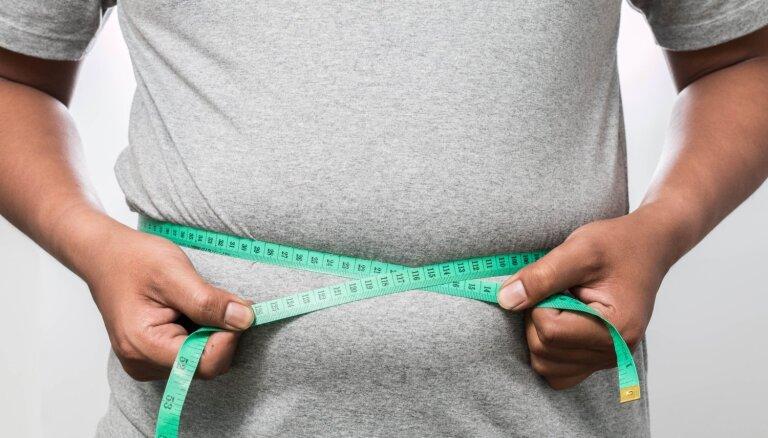 Stresa izraisīta emocionālā ēšana: kāpēc vīrieši pēc bērna piedzimšanas pieņemas svarā