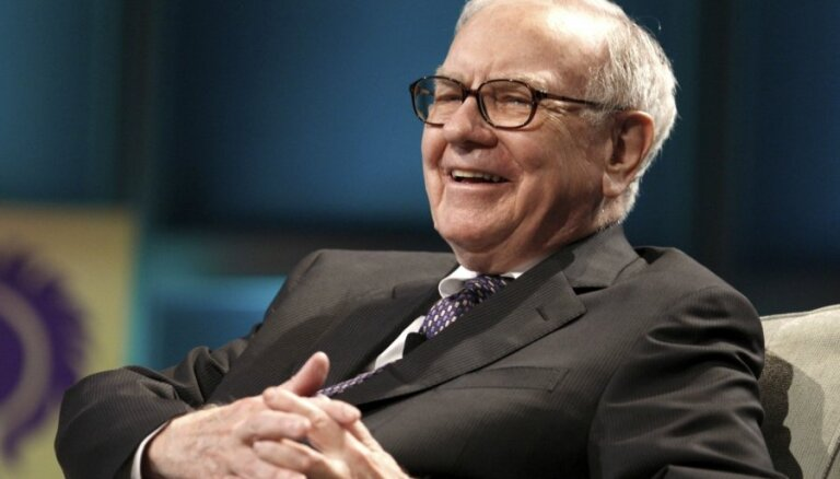 89-летний миллиардер Уоррен Баффетт перешел с 10-летнего телефона-раскладушки на iPhone