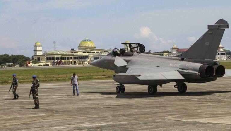 Septiņi Francijas reaktīvie iznīcinātāji veikuši ārkārtas nolaišanos Indonēzijā