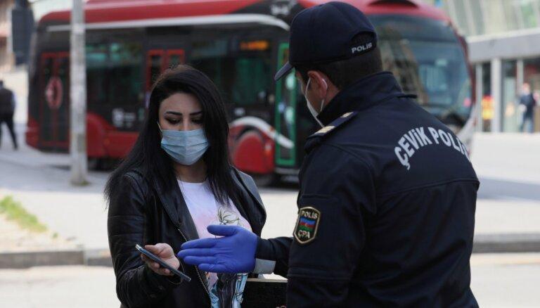 Covid-19: Azerbaidžāna atjauno karantīnu; Vācijā uzliesmojums lopkautuvē
