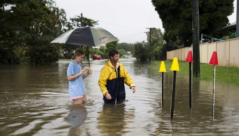 Foto: Austrālija piedzīvo gadsimta plūdus