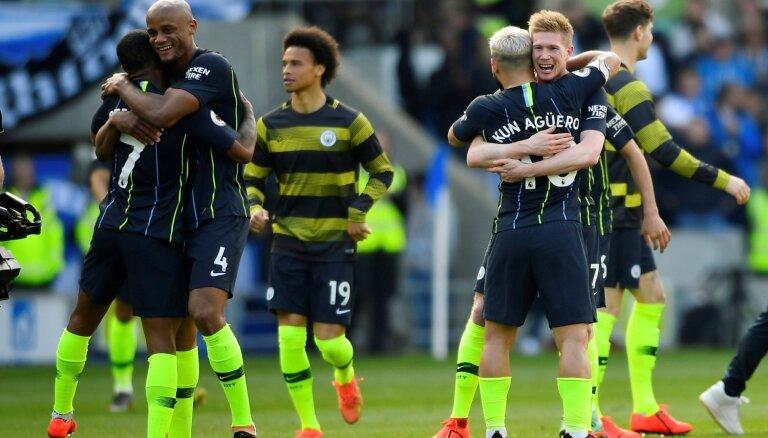 'Manchester City' futbolisti nosargā Anglijas premjerlīgas čempionu titulu