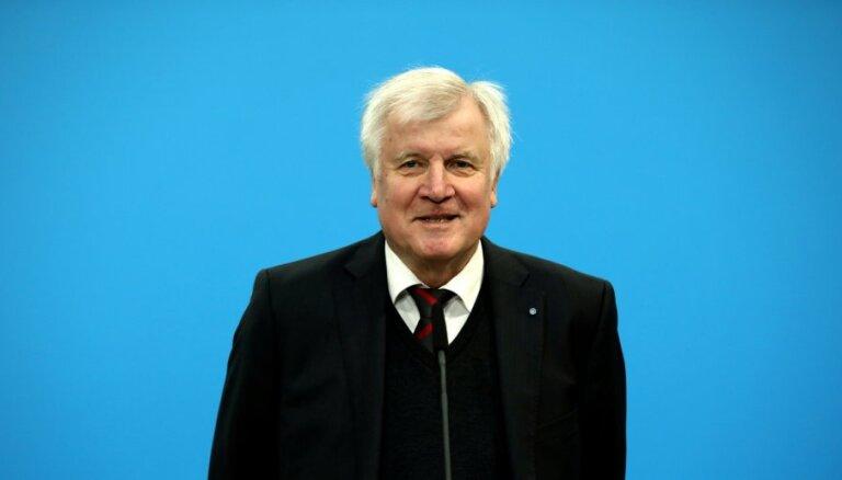 Глава МВД Германии готов уйти в отставку из-за разногласий с Меркель