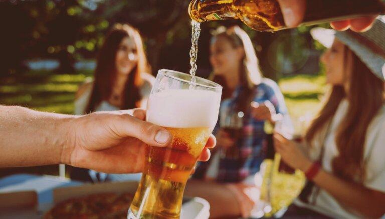 Bīstamais kokteilis – saule un alkohols. Kāpēc šīs 'sastāvdaļas' nejaukt