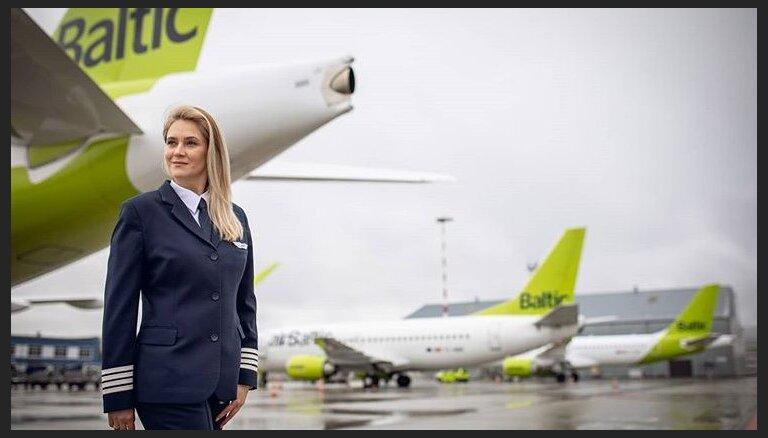 ФОТО. Как менялся дресс-код экипажа airBaltic в течение 25 лет