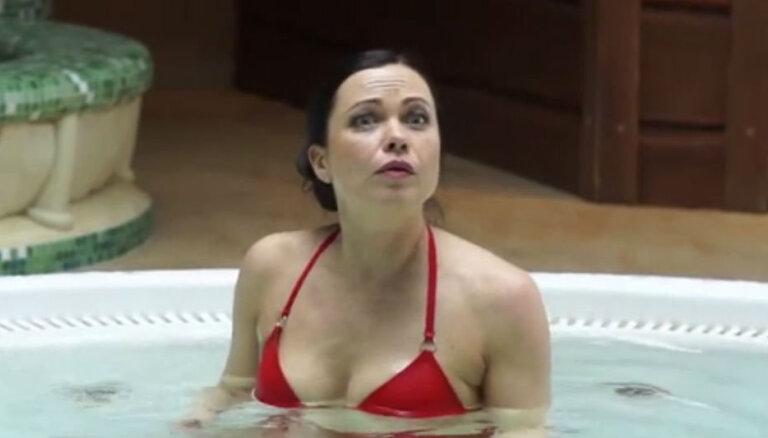 Video: 'Viņas melo labāk' fanus priecē pikantas ainas džakuzi
