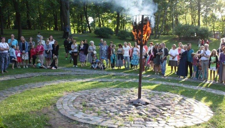 Aicina lustīgi ielīgot un iedegt saulgriežu ugunis Rīgas kalnos