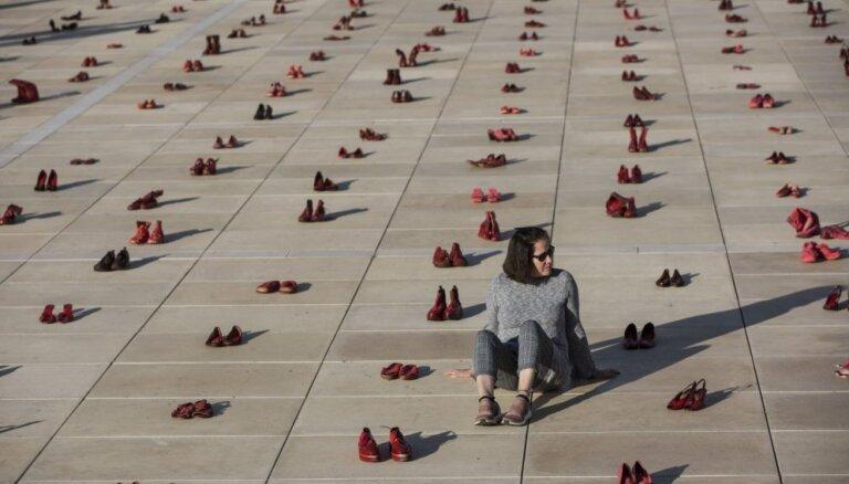 Izraēlas sievietes ar streiku protestē pret sadzīves vardarbību