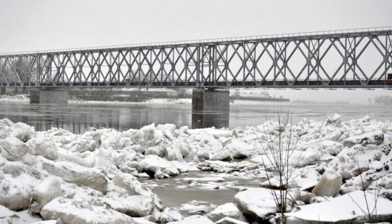 Daugavā pie Zeļķiem ūdens līmenis pakāpies 30 centimetrus virs kritiskās atzīmes