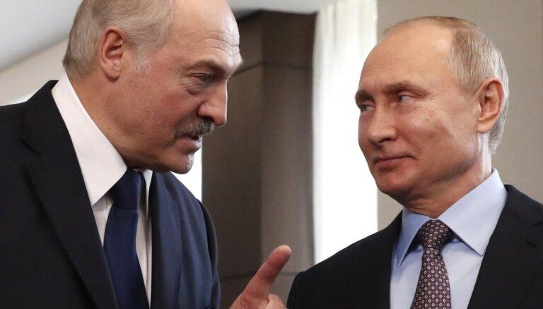 Lukašenko dusmīgs uz Maskavu: piedraud slēgt krievu naftas plūsmu uz Eiropu