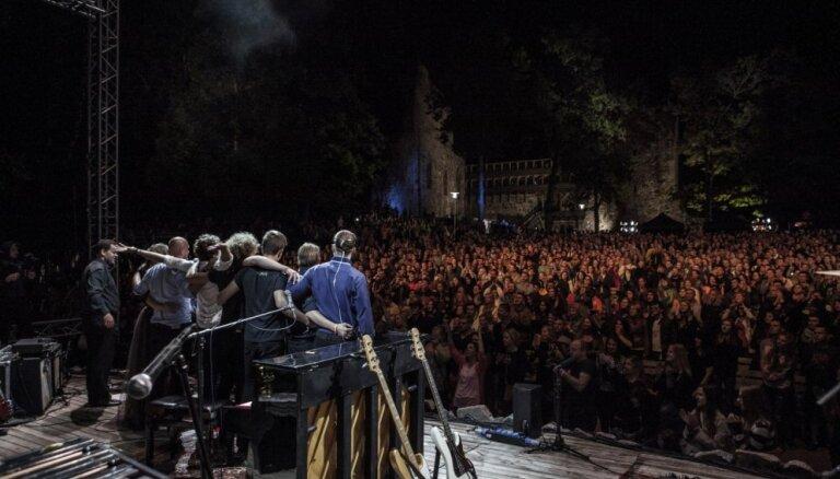 'The Sound Poets' izsludina papildkoncertu Siguldas pilsdrupās