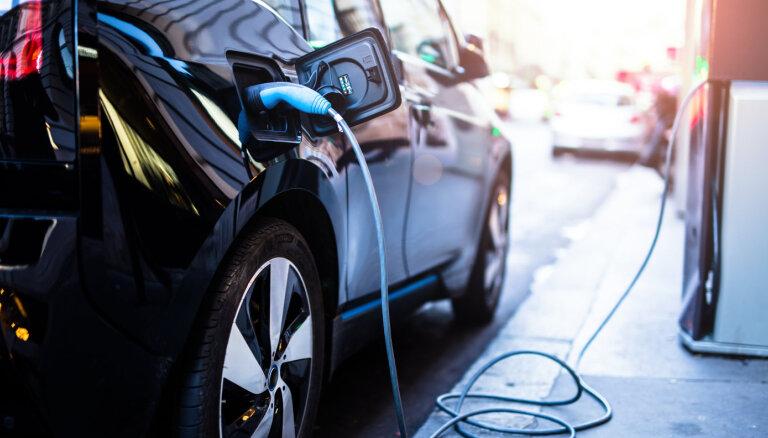 Эксперт: В Латвии необходимо развивать сеть станций зарядки электромобилей
