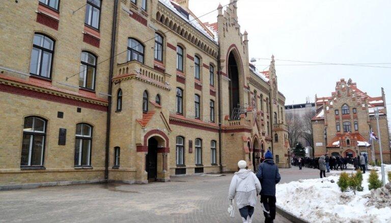 KNAB провел обыск в Первой городской больнице Риги и задержал трех человек