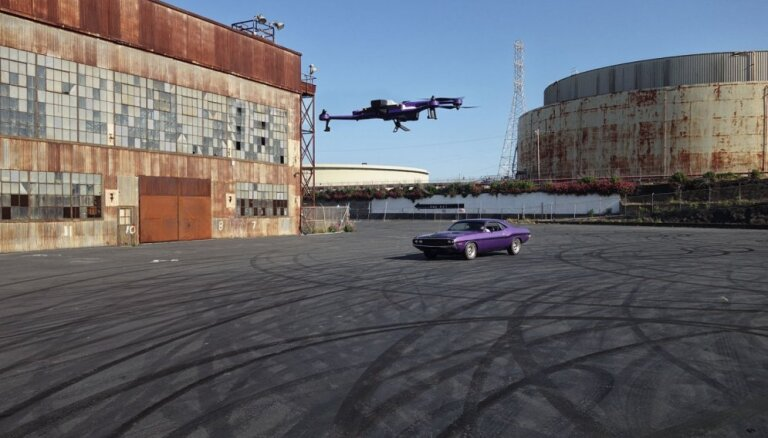 Foto un video: 'AirDog' iepazīstina ar jauno drona modeli