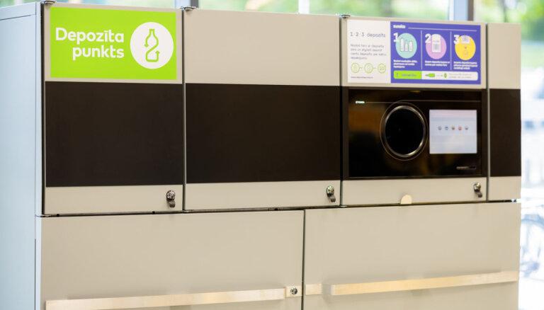 ФОТО: В Латвии устанавливают первые автоматы для приема депозитной упаковки
