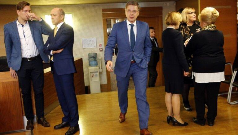 Ušakova septiņas dienas: mērs nesteidz skaidroties ar ministriju