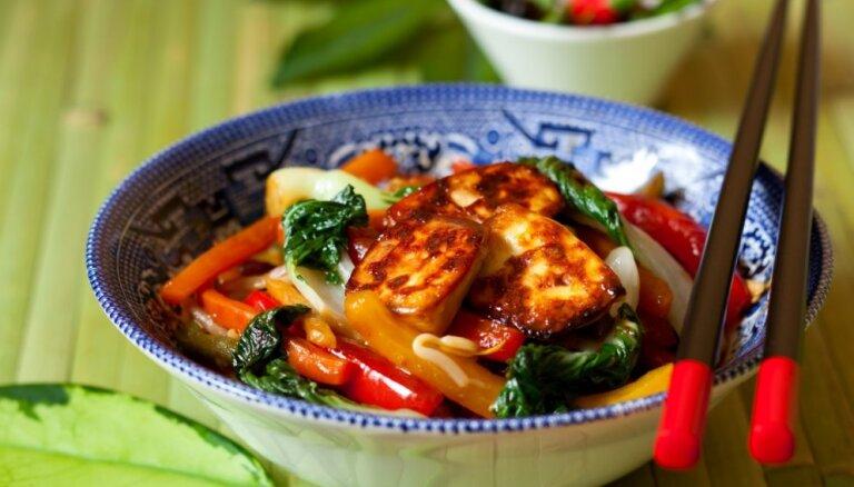 Ēdam ar irbulīšiem! 17 eksotiskas receptes par godu ķīniešu Jaunajam gadam