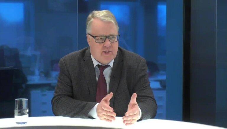 Ulmanis: diskusija par 'čekas maisu' atvēršanu ir iestrēgusi vāveres ritenī