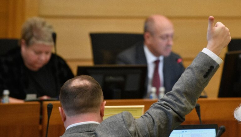 'Atlaist Rīgas domi' – vai pilsēta paliks arī bez budžeta?