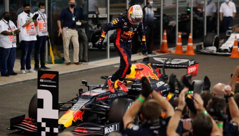 F-1 sezonas noslēgums: Verstapenam uzvara, 'McLaren' izrauj trešo vietu Konstruktoru kausā