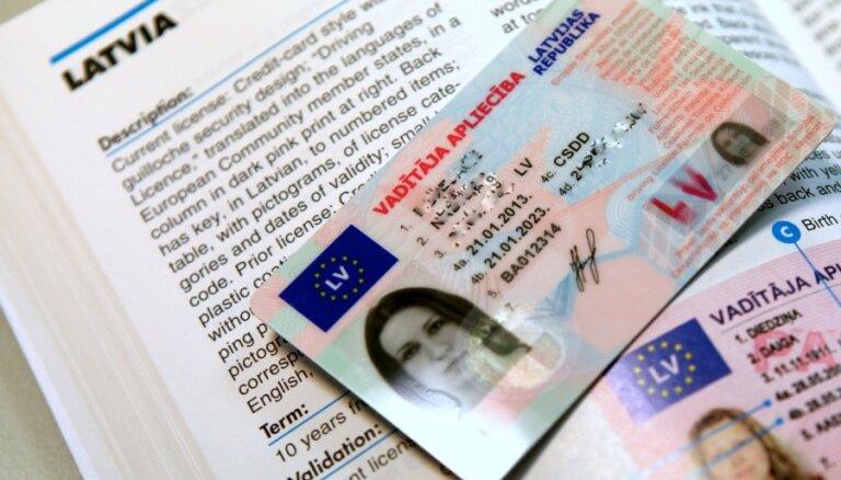 В Латвии будут выдавать водительские права международного образца