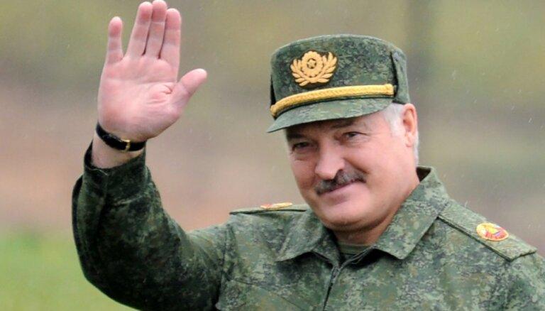 Lukašenko: Baltkrievija neiebilst pret kopīgu valūtu ar Krieviju