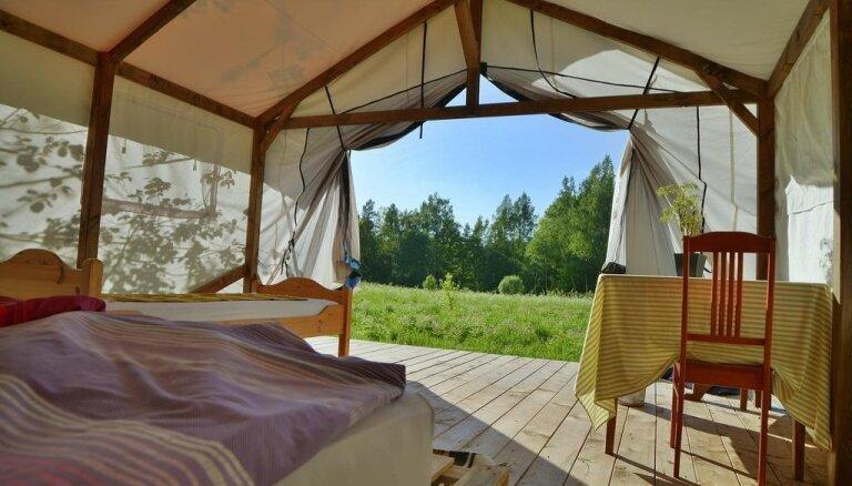 5 neparastas naktsmājas tepat Latvijā, kur pavadīt brīvdienas vasarā