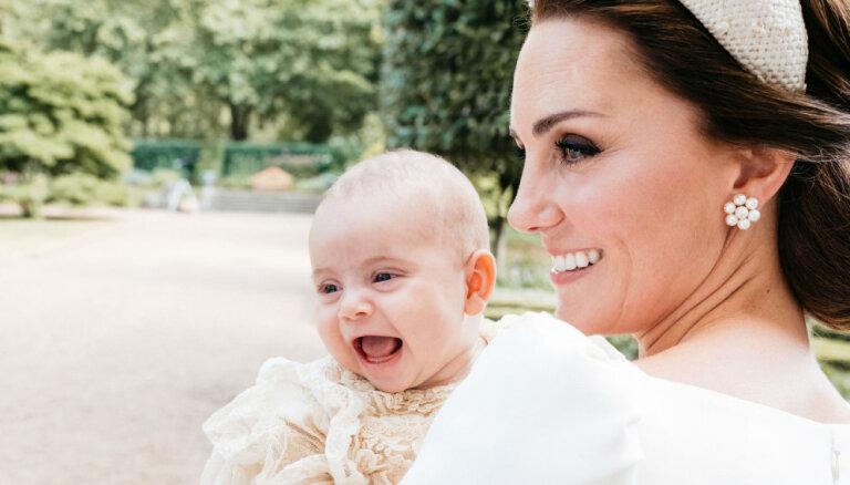 Pasauli apbur mazā britu prinča Luisa dzīvespriecīgais portrets