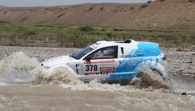 'Team Latvia' ekipāžas neuzrādās Dakaras rallija 11.posma finišā; sacensības turpina