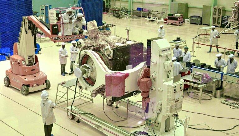 Video: Indija aizsūta raķeti uz Mēnesi