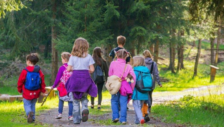 'Radām novadam': Kamēr vecāki darbā, bērni – mežā