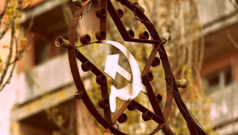 МИД Литвы раскритиковал adidas за платье с символикой СССР